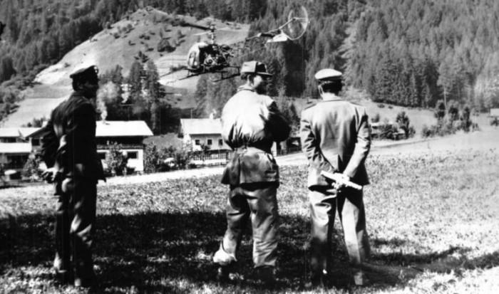 Militari pattugliano le montagne